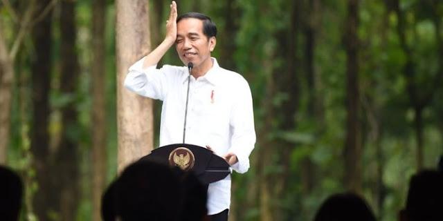 Fadli Zon Minta Jokowi Pamerkan Dada seperti Prabowo