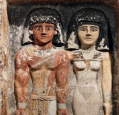Ratu Nefertiti dicintai dan dibenci