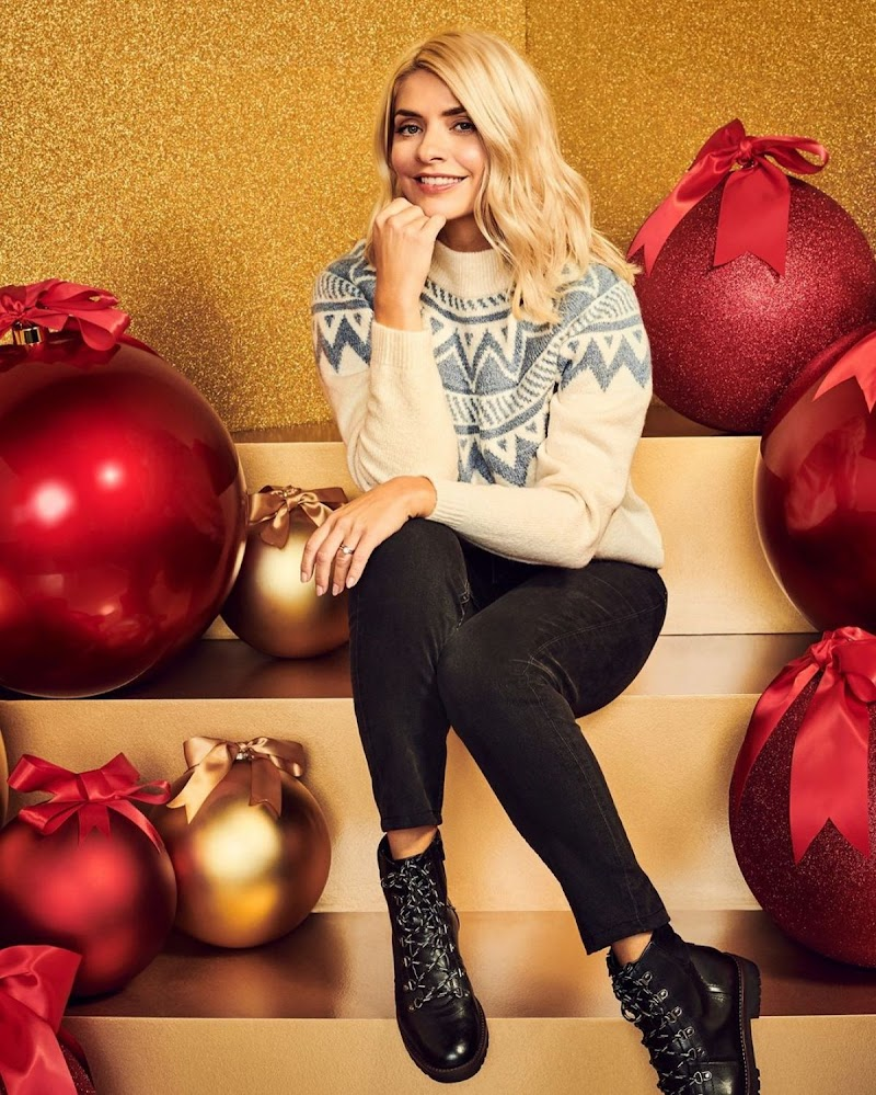 Holly Willoughby Clicked for M&S London Christmas 2020 Photoshoot