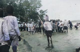 acara pemandian pembersihan kerbau sebelum upacara adat pesta horja