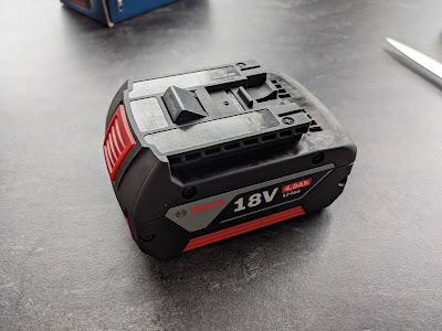 ausgepackter Bosch 18V Akku Gratis Aktion