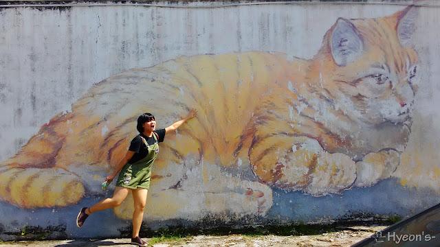 skippy giant cat street art penang