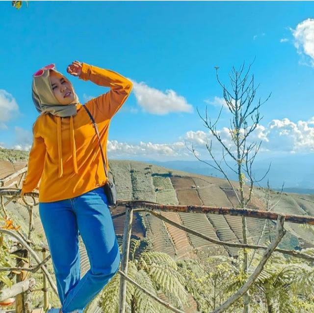 Lokasi dan Tiket Masuk Wisata Bukit Mercury Sayang Kaak Majalengka, tiket masuk bukit mercury sayang kaak, tiket masuk bukit mercury sayang kaak kabupaten majalengka jawa barat. htm bukit mercury sayang kaak, lokasi bukit mercury sayang kaak, alamat bukit mercury sayang kaak, bukit mercury sayang kaak tiket masuk, bukit mercury sayang kaak majalengka, bukit mercury sayang kaak viral, wisata bukit mercury sayang kaak. harga tiket bukit mercury. harga tiket masuk bukit mercury, tiket masuk bukit mercury majalengka