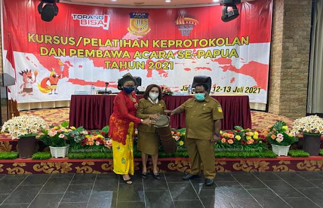 Anni Rumbiak Harap Pelatihan Keprotokolan Lahirkan SDM Handal Penyelenggara Negara.lelemuku.com.jpg
