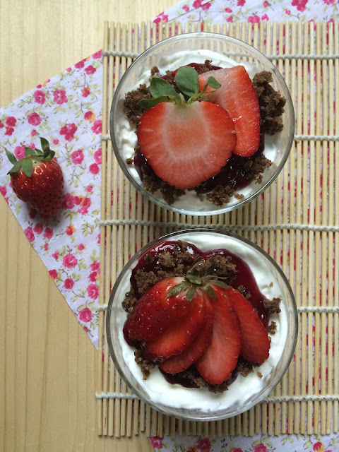 vasitos nata y arándanos trifle receta