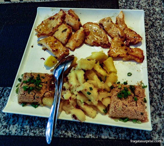 Jacaré grelhado servido no restaurante Pantanal Grill