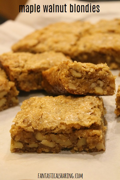 Maple Walnut Blondies #recipe #bars #maple #oatmeal #walnut #dessert #falldessert #fallrecipe