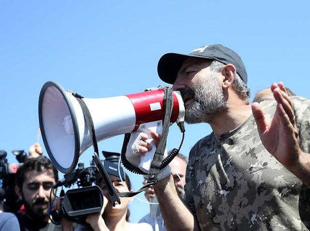 Pashinyan: negocios y política no pueden fusionarse en Armenia