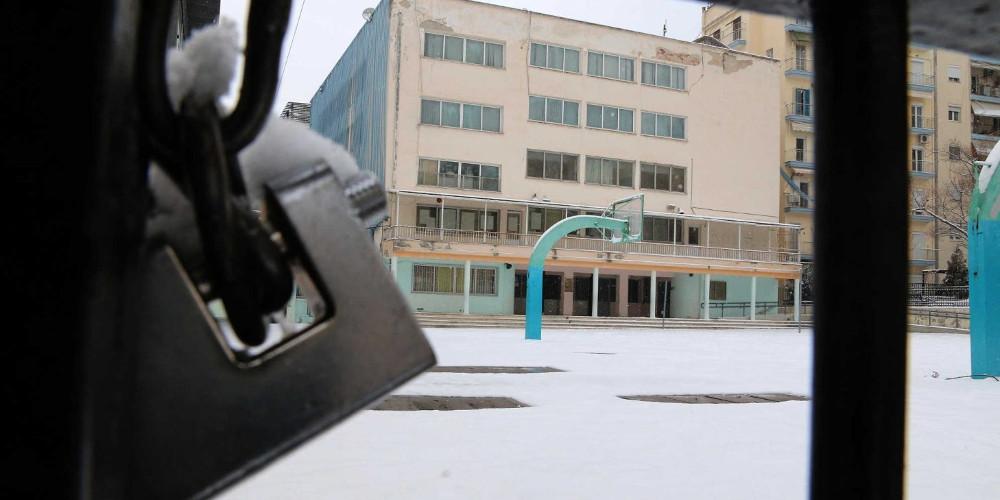 """Ανήλικος μαθητής """"αγρίμι"""" επιτέθηκε με σιδερογροθιά σε φύλακα σχολείου στα Άνω Λιόσια"""
