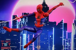 MAFEX Spider-Man (Peter B Parker) 40