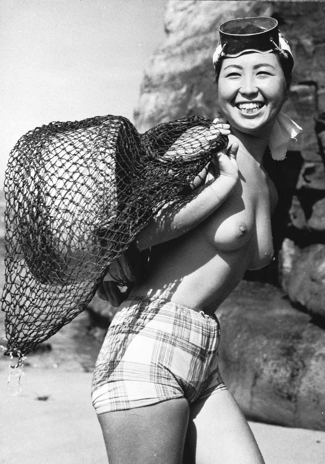 """A Japanese skin diver or """"ama"""" near the small fishing village of Onjuku in the Chiba prefecture of Japan, August 1959."""