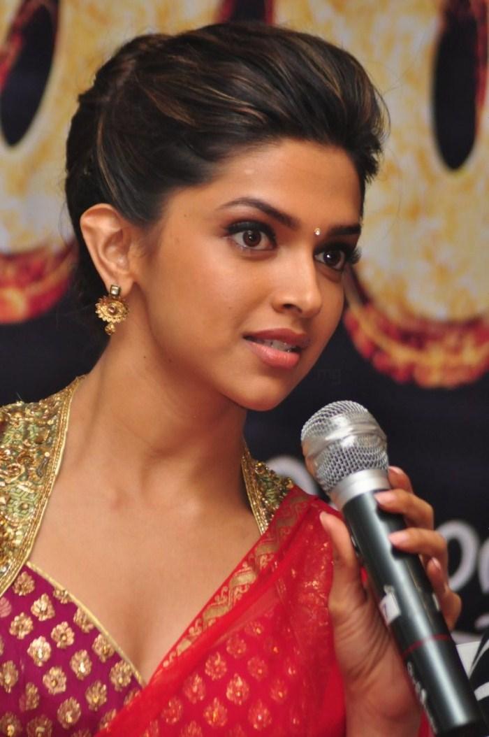 Deepika Padukone Hot And Nude Pics