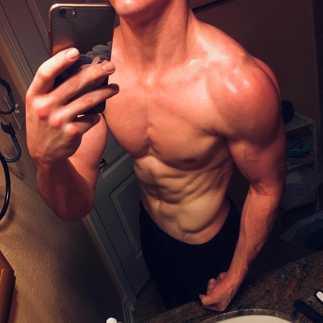 sexy-straight-baited-boys-sean-stahl-naughty-dude-selfie-bathroom-young-muscle-flex