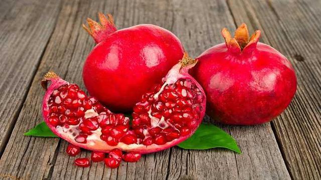 Makan buah delima untuk sihat!