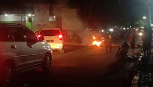 Kondisi Terkini Dompu: Massa Masih Memblokir Jalan