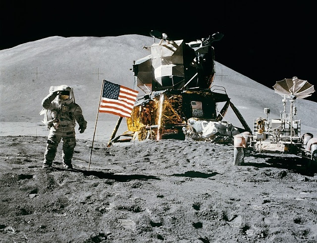 Image: Apollo 11 Moon Landing, by WikiImages on Pixabay