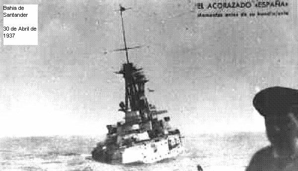 Acorazado España, hundiéndose, fotografiado desde el destructor Velasco.