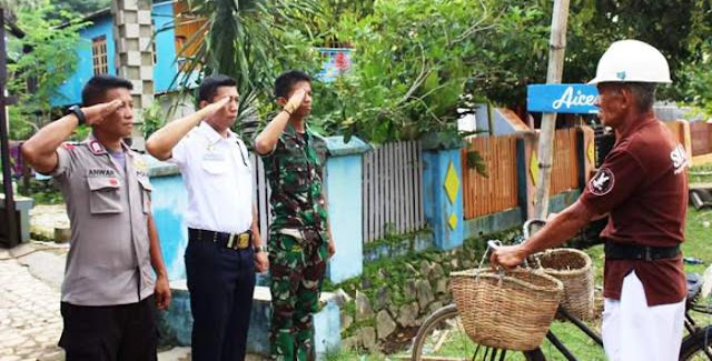Polisi dan TNI Hormat ke Penjual Ikan Ini, Ternyata…