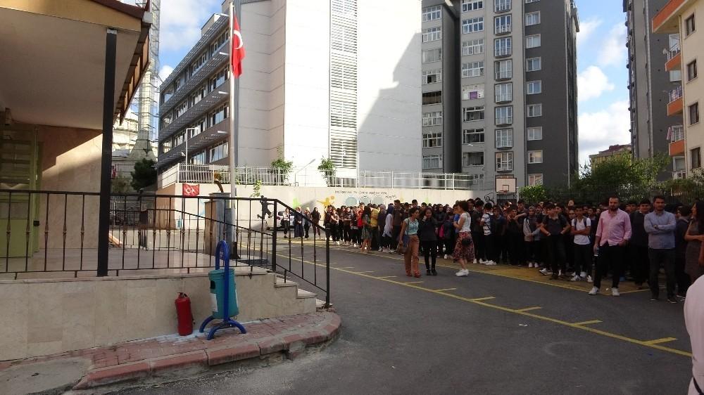 Yenidoğan Çok Programlı Lisede yangın paniği