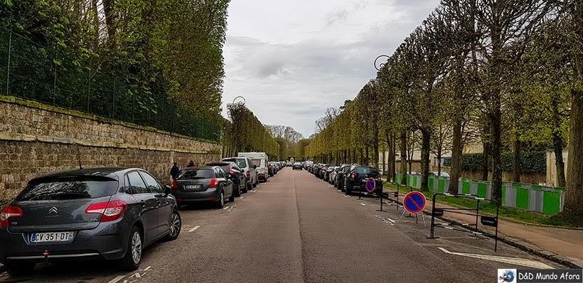 Acesso ao Palácio de Versalhes pelo lado do Triano
