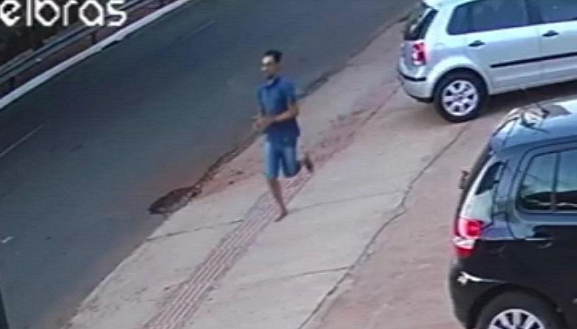 Vídeo flagrou suspeito fugindo algemado após matar dois policiais em viatura - Portal Spy Noticias Juazeiro Petrolina