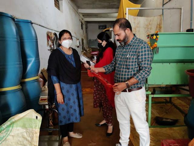 चावल के आटे में भूसी और कलर मिलाकर तैयार करते थे लाल मिर्च पाउडर और मसाले, जबलपुर में नकली मसाला फैक्ट्री का भंडाफोड़