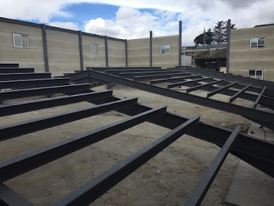 foto montaje estructura metálica y prefabricados hormigón