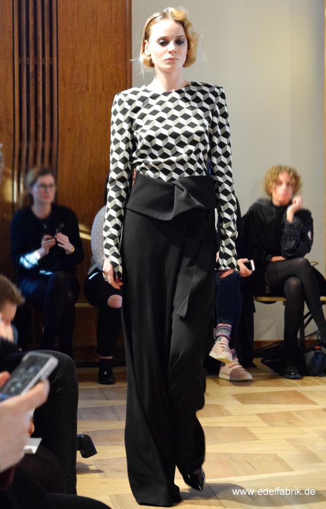 Muster wie bei M.Escher bei Antonia Goy, Alien Nation, Fashionweek Berlin, Januar 2017