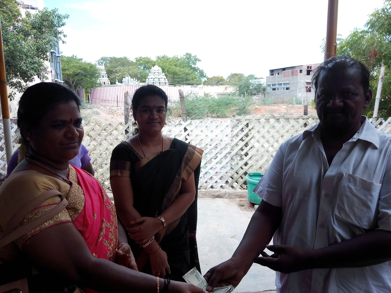 offers mid-day meals Donate