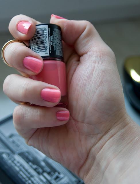 cukierkowy lakier do paznokci z Biedronki