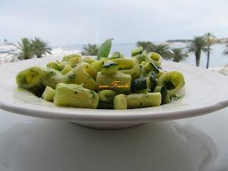 Pesto zucchini with macaroni