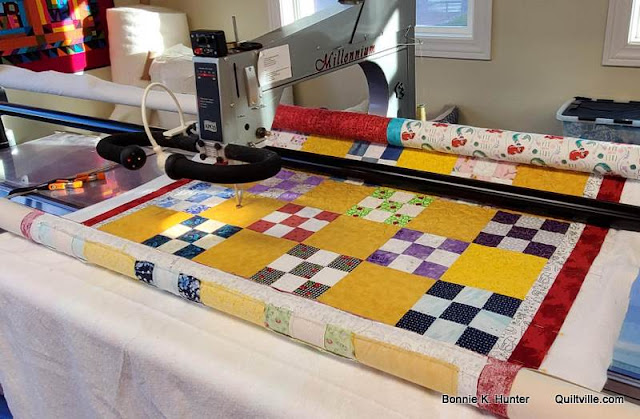 When Friends Come Quilting!