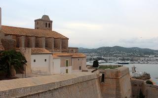 Murallas e iglesia de Ibiza