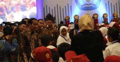 """Joko Widodo Ingatkan Guru waspadai Bahaya """"Hoax"""""""