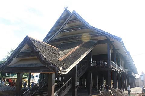 rumah Souraja rumah saoraja rumah raja rumah adat sulawesi tengah sulteng