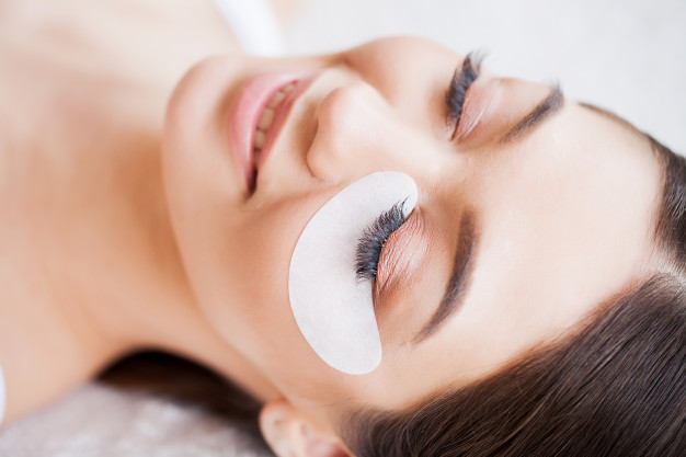 https://www.freepik.com/premium-photo/eyelashes-extensions-fake-eyelashes-eyelash-extension-procedure-professional-stylist-lengthening-female-lashes-master-client-beauty-salon_5496349.htm