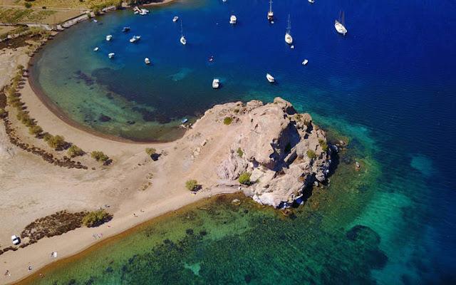 Η παραλία της Πέτρας