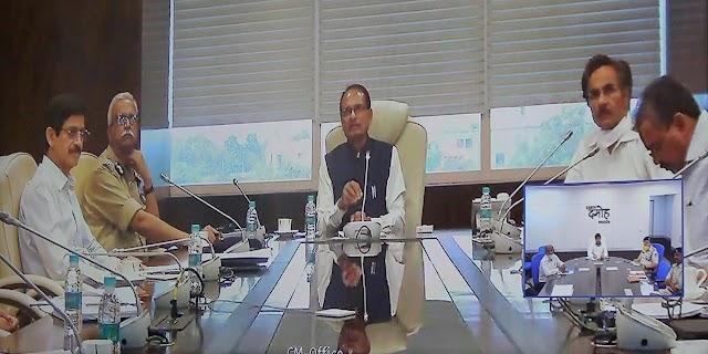 मप्र में कोरोना संकट के बीच CM शिवराज सिंह चौहान ने वीडियो कांफ्रेंसिंग कर अधिकारियों को दिए दिशा निर्देश..  किसान, मजदूर, विद्यार्थियों, पेंशन धारियों के लिए बड़ी राहत पैकेज की घोषणा.. जिला सहकारी बैंको से 29 प्रशासकों की छुट्टी, उप पंजीयक होंगे प्रशासक..