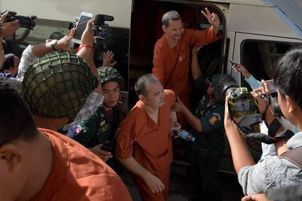 Jailed Cambodian opposition member Meach Sovannara (Top C) is escorted by police officials in front of the appeal court in Phnom Penh, Aug. 23, 2016.AFP