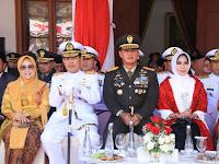 Pangdivif 2 Kostrad Menghadiri Upacara Peringatan Detik-Detik Proklamasi Kemerdekaan RI Ke-74 di Gedung Grahadi Surabaya