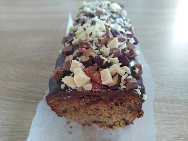 Cake gourmand noisettes-chocolat