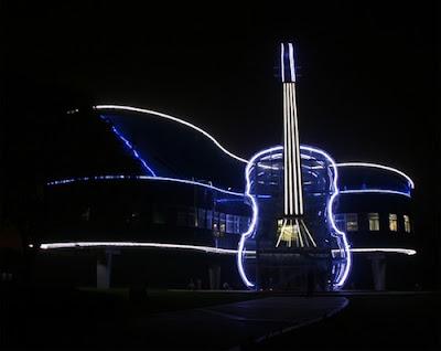 Escuela de música muy original en China en la noche
