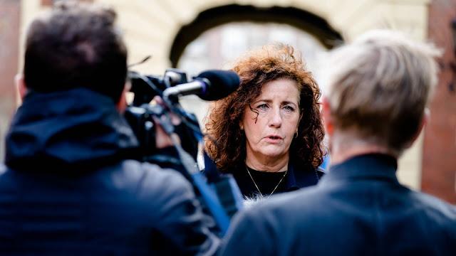 وزيرة التعليم الهولندية تحسم الجدل بخصوص إلزامية قناع الفم