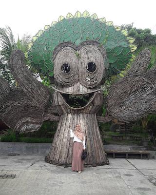 Taman Pule XT Square : Patung Foto