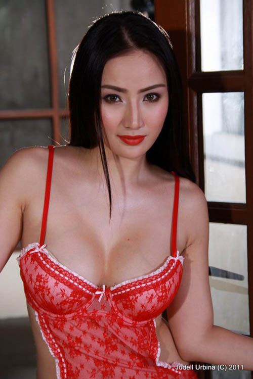 paulene so sexy cleavage pics 02