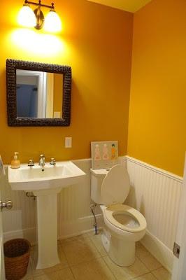 ห้องน้ำสีเหลือง