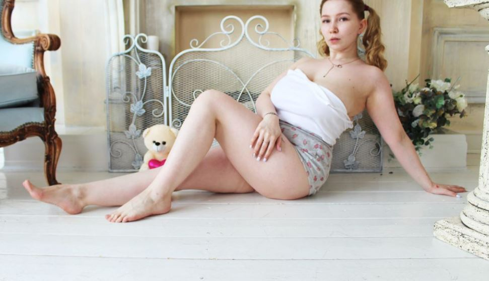 https://www.glamourcams.live/chat/AnnaWestern