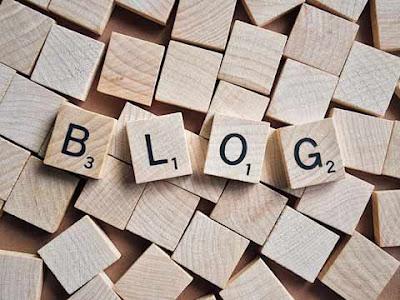 Tessere di Scarabeo formano la parola ''Blog''