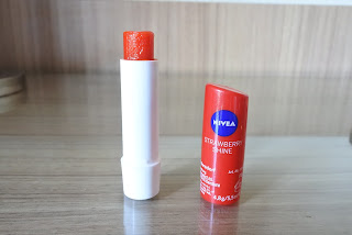 Nivea Strawberry Shine Lipbalm