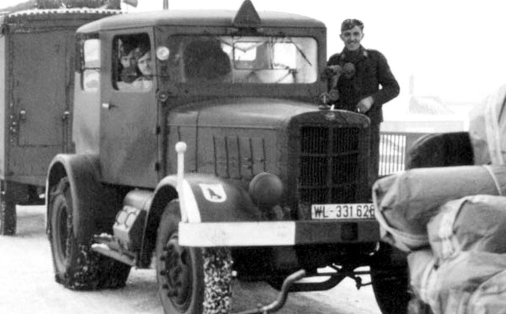 4 Door Tractor : Panzerserra bunker military scale models in
